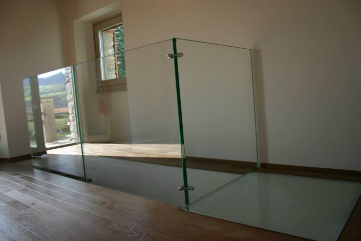 Parapetto con ballatoio per scala