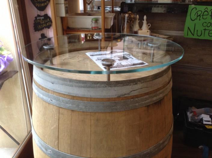 Tavolo in vetro su botte Verucchio (Rimini)