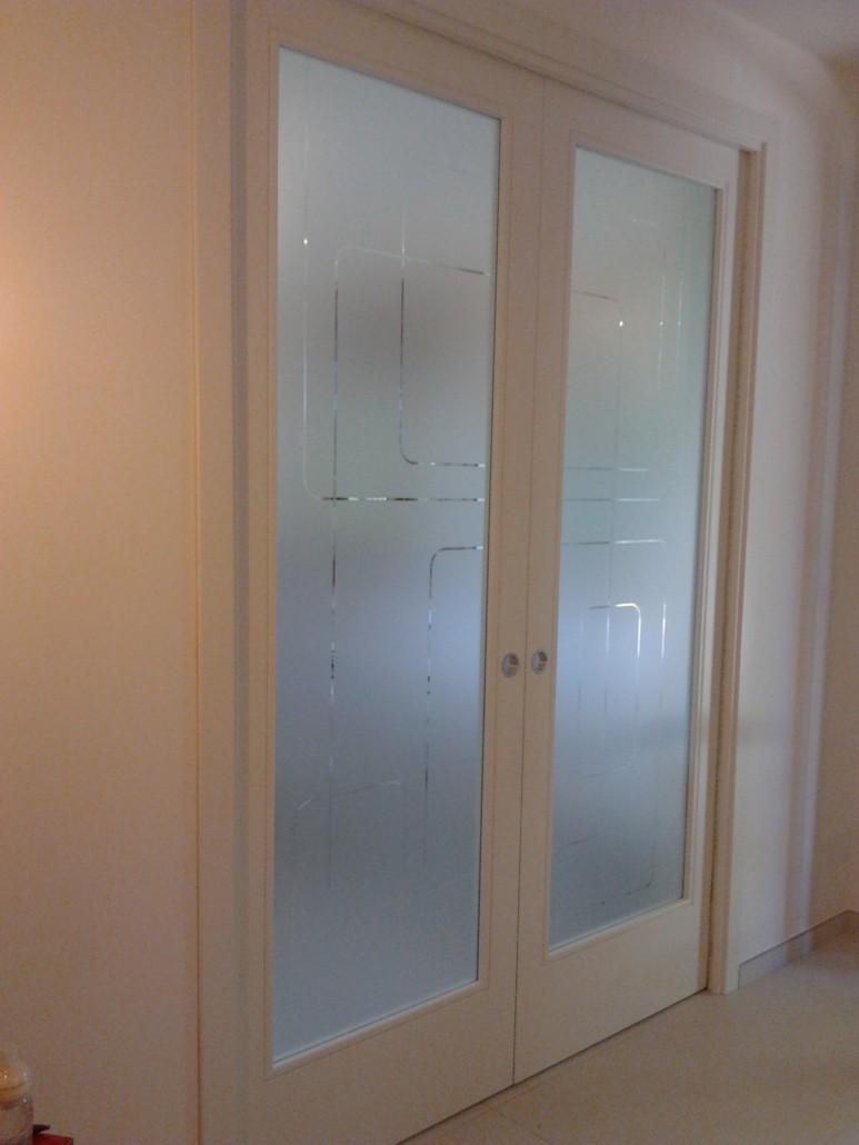 Porte in vetro porte scorrevoli in vetro vetreria a - Porta scorrevole vetro satinato ...