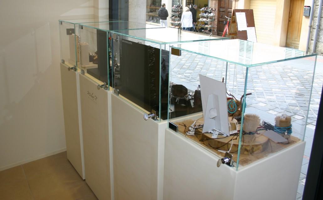 Realizzazione e sostituzione vetrine negozi vetreria a for Vetrina in vetro