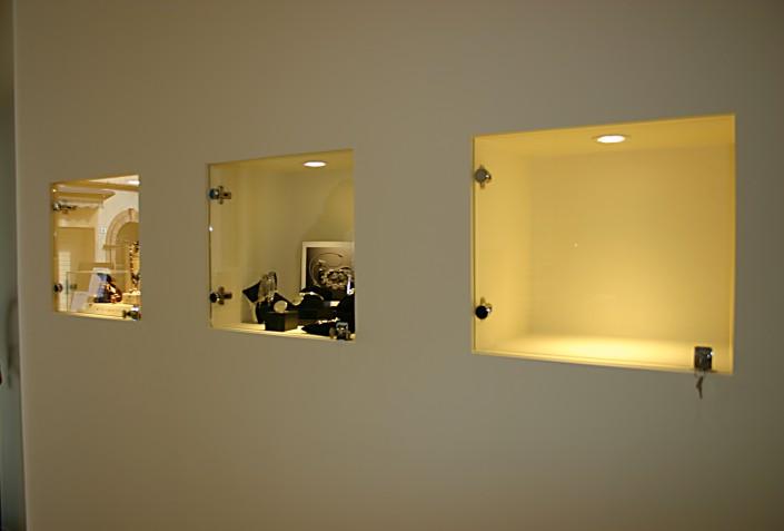 Realizzazione e sostituzione vetrine negozi vetreria a for Vetreria romagna