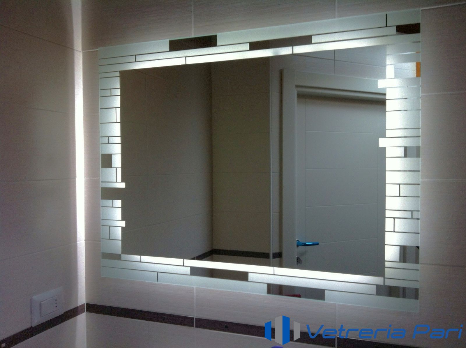 Specchio decorato illuminato con LED Rimini