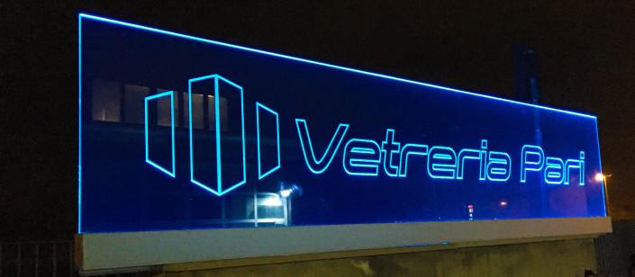 Insegna luminosa in vetro illuminata a LED Rimini