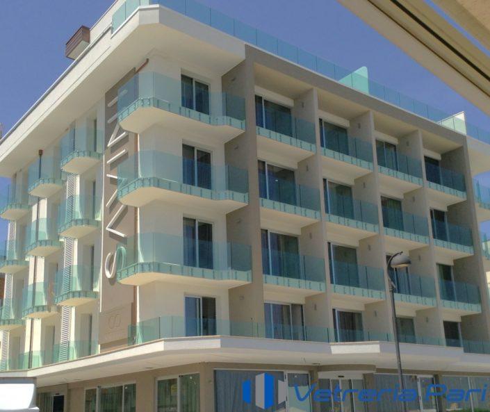 Parapetti in vetro presso Hotel Savini Igea Marina