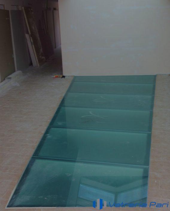 Pavimento in vetro Aquila