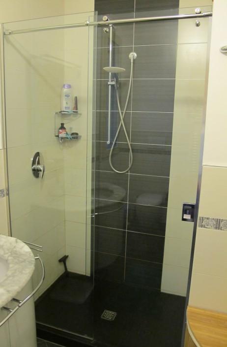Box doccia con porta scorrevole con ferramenta in acciaio INOX Pesaro